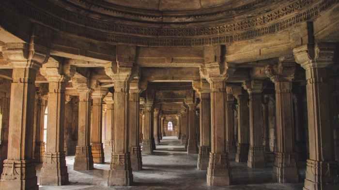 brown concrete columns